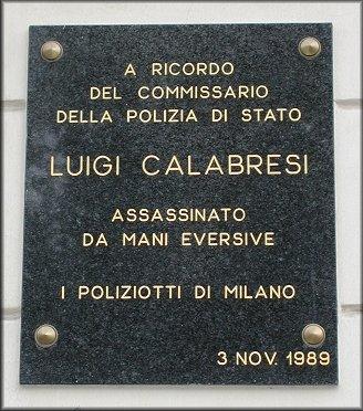 Placa en memòria de Luigi Calabresi a la plaça S. Ambrogio (Milà)