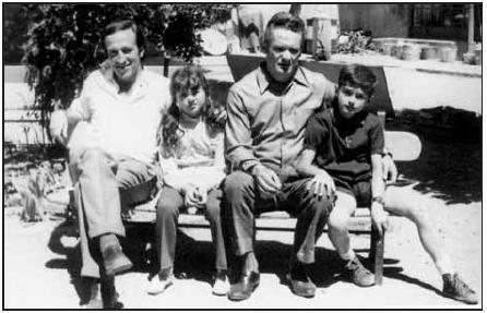 Edo al penal de Segòvia el 1970 amb els seus fills i l'històric d'ETAT xomin Ziluaga (esquerra)