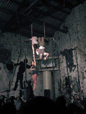 Actuació de circ a La Makabra