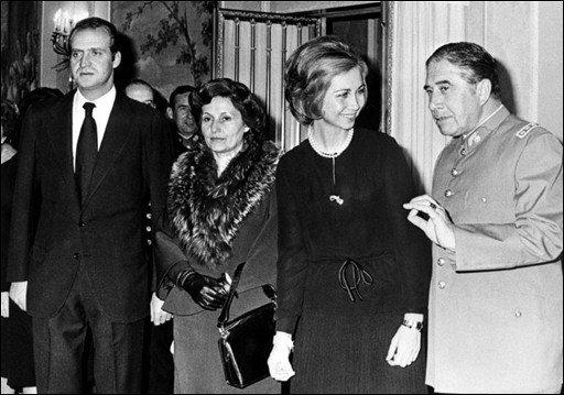 Pinochet ben acompanyat...