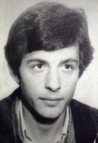 Salvador Puig Antich va ser un anarquista integrant dels MIL, executat al garrot l'any 1974, per la mort d'un policia